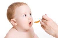 Как дать лекарство маленькому ребенку?
